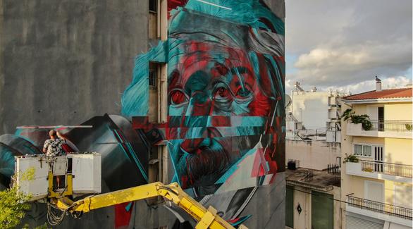 Albert Einstein - Ένας από τους σημαντικότερους επιστήμονες του 20ου αιώνα κοσμεί πλέον τους δρόμους της Πάτρας! (φωτο)