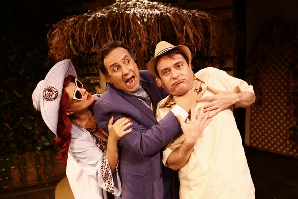 Ο Κλέαρχος, η Μαρίνα και ο Κοντός στο Θέατρο Αλάμπρα