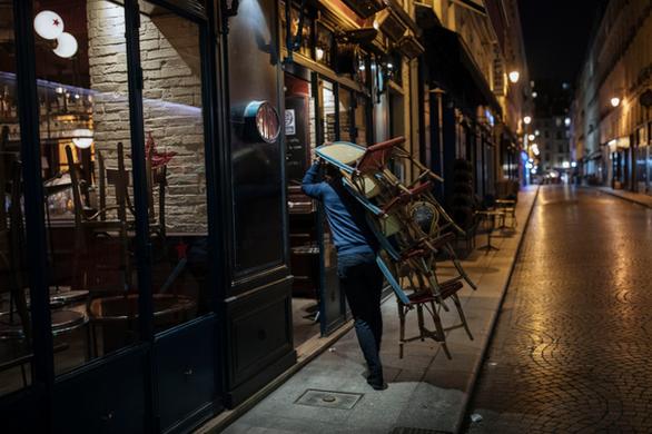 Έρημη πόλη το Παρίσι μετά το νέο lockdown