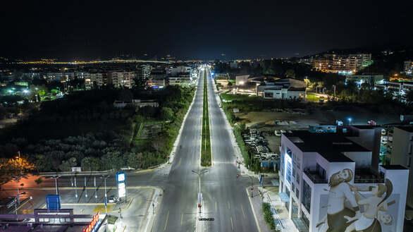 Ο έρημος και εντυπωσιακός αυτοκινητόδρομος της Πατρών - Αθηνών (φωτό)