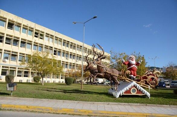 Ζεστή νότα αισιοδοξίας στα 3 νοσοκομεία της Πάτρας - Ξεκίνησε ο Χριστουγεννιάτικος στολισμός τους (φωτο)