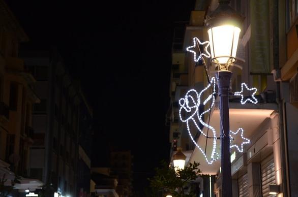 Αντίστροφη μέτρηση για τα Χριστούγεννα - Άναψε ο διάκοσμος στην Πάτρα! (φωτο)
