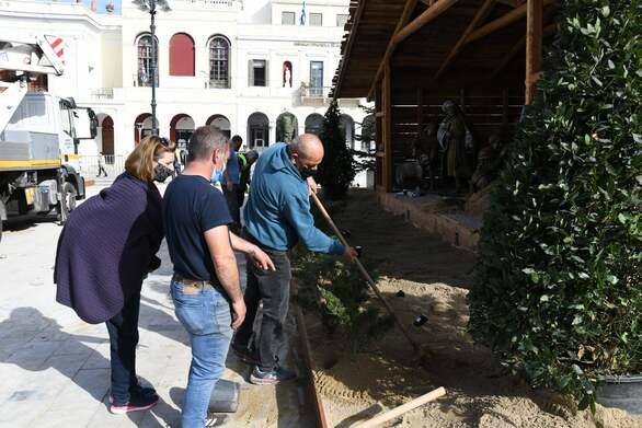 Πάτρα: Το χωριό στην πλατεία Γεωργίου ετοιμάζεται - Η φάτνη, το έλατο, τα σπιτάκια και ο Αϊ Βασίλης
