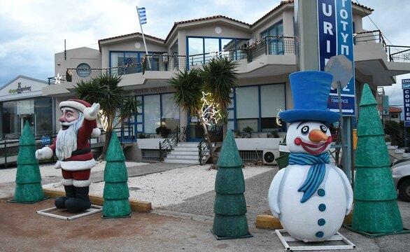 Πάτρα - Στολίζονται χριστουγεννιάτικα οι συνοικίες (φωτο)