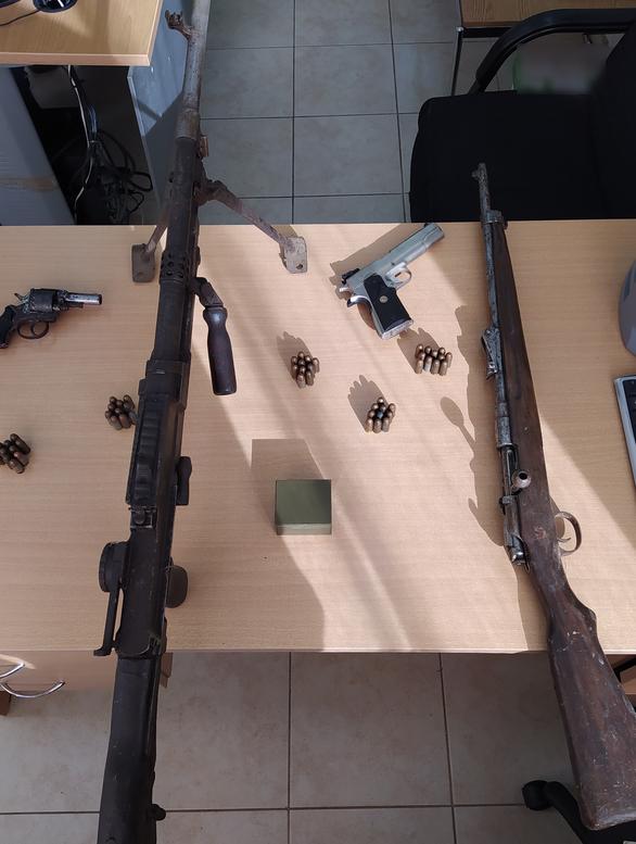 Πάτρα: Βρέθηκε στα χέρια των αρχών για παράνομη οπλοκατοχή - Κατασχέθηκαν πολεμικά όπλα (φωτο)