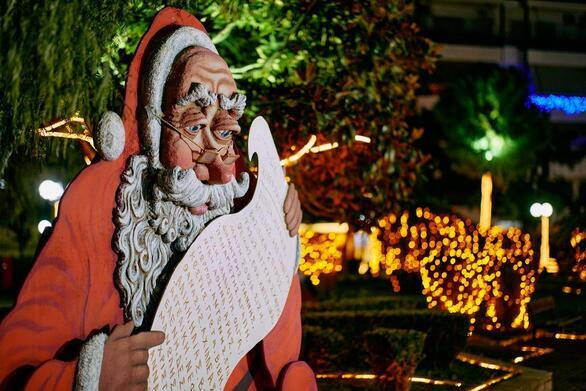 Μαγικός περίπατος στο Πάρκο των Χριστουγέννων στο Αίγιο (video)