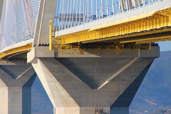 Η γέφυρα Χαρίλαος Τρικούπης έχει σχεδιαστεί για να αντέχει φυσικά φαινόμενα και σεισμούς. Συγκεκριμένα μπορεί να αντέξει ακόμη και έως 6,5 ρίχτερ περίπου, ισχυρούς ανέμους και τεκτονικές μετακινήσεις και γενικότερα φυσικά φαινόμενα τα οποία υπερβαίνουν σε μεγέθη τα αντίστοιχα της περιοχής.