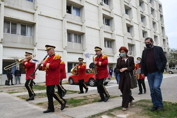"""Η μπάντα του Δήμου """"μετέφερε"""" το μήνυμα των Χριστουγέννων στα νοσοκομεία της Πάτρας (φωτο)"""