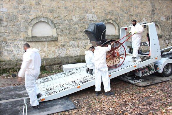 Τατόι: Μεταφέρθηκαν από τους στάβλους οι υπερπολυτελείς βασιλικές άμαξες (pics+video)
