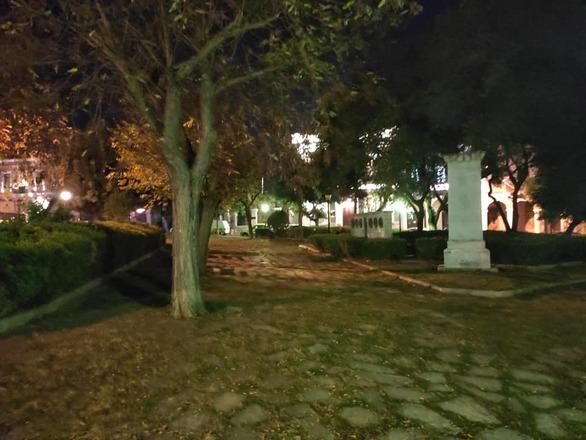 Πάτρα: Παραμελημένη και στις γιορτές η πλατεία Αγίου Γεωργίου - Ούτε ένα τόσο δα στολίδι