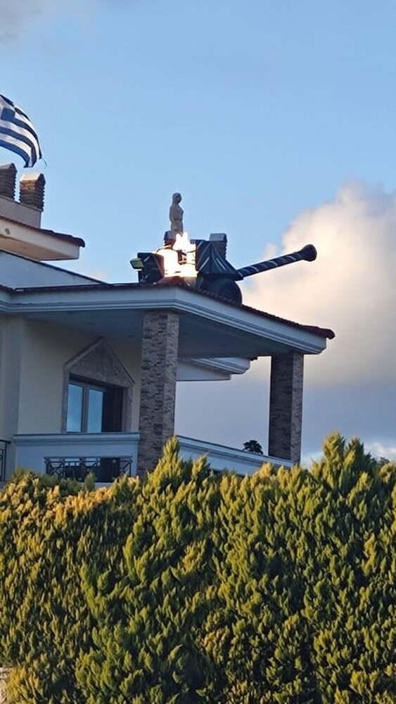 Απίστευτο σκηνικό στο Πέτα Αχαΐας - Σπίτι μετρατράπηκε σε... φρούριο (φωτο)
