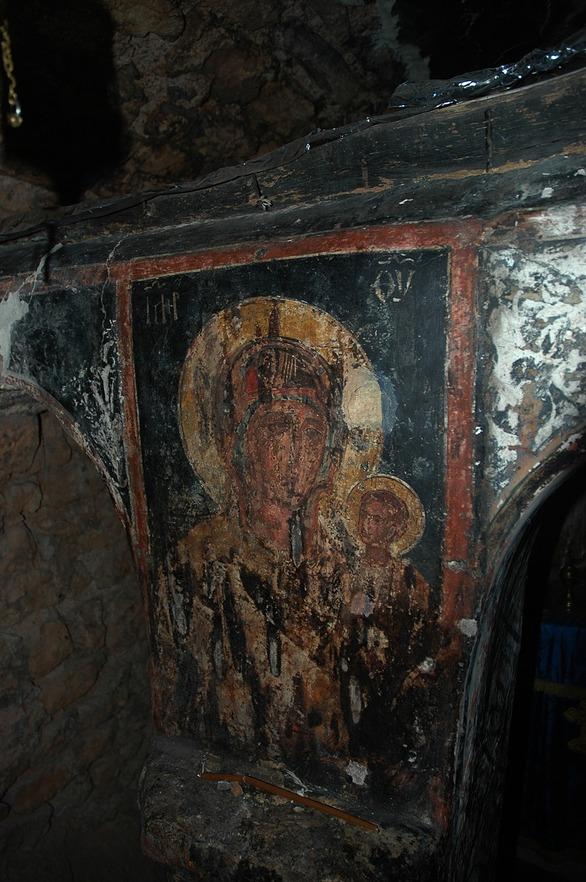 Το ιερό σπήλαιο του Παναχαϊκού που γοητεύει τους ασκητές και τους επισκέπτες (φωτo)