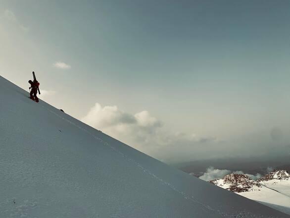 Οι κορυφές «κρατάνε» το χιόνι στο Χιονοδρομικό Κέντρο Καλαβρύτων (pics)