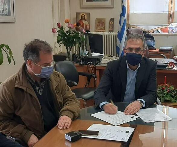 Αχαΐα: Υπεγράφη η σύμβαση για την έναρξη των εργασιών στην Β' φάση της ανάπλασης της Χαλανδρίτσας