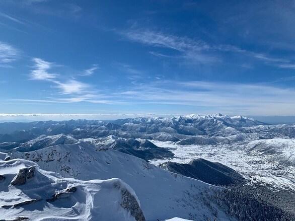 Στις κορυφές του Χελμού - Εντυπωσιακές εικόνες από το κάτασπρο βουνό