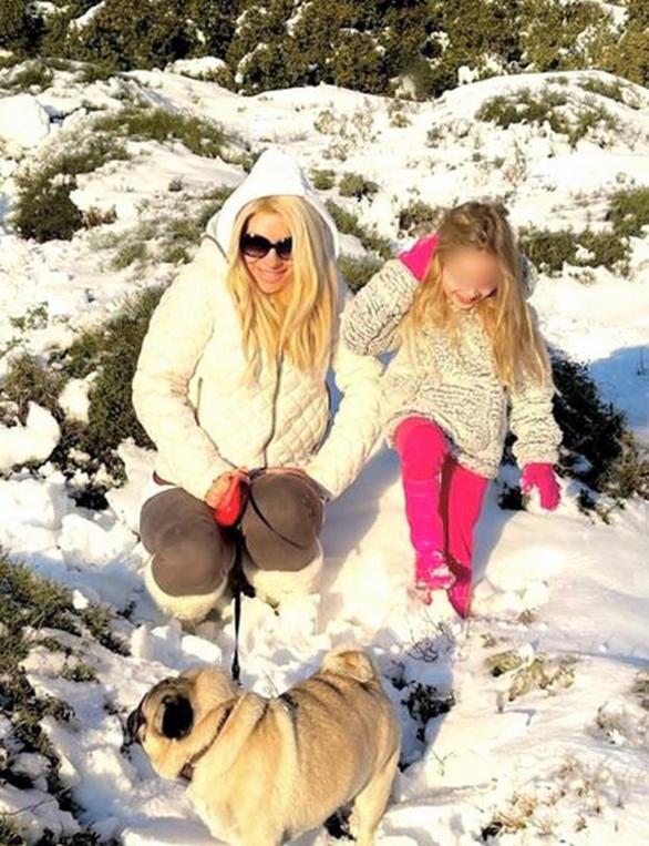 Ελένη Μενεγάκη - Στα χιόνια με στιλ με την μικρή Μαρίνα
