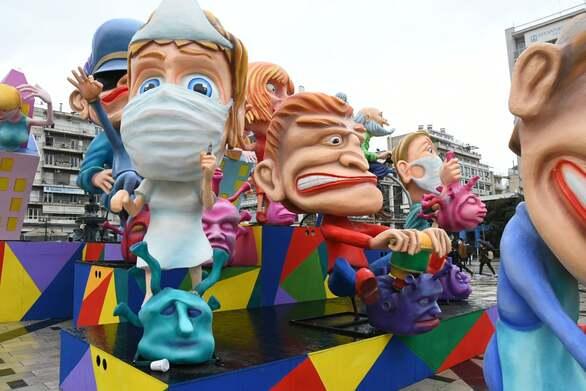 Δεν πτοούνται με τίποτα οι δύο τελάληδες του Πατρινού Καρναβαλιού (φωτο)