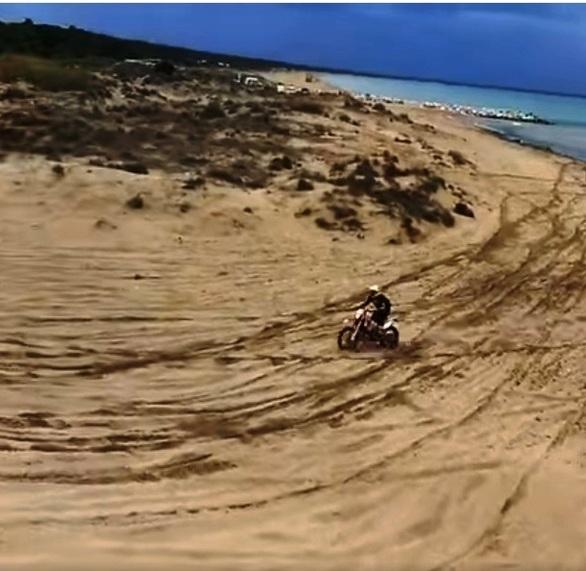 """ΟΙΚΙΠΑ: """"Αυθαίρετες επιδείξεις-κινήσεις από μότο-κρος στους προστατευόμενους αμμόλοφους της Στροφυλιάς"""""""