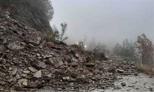 Προβλήματα και κατολισθήσεις από τις έντονες βροχοπτώσεις στο επαρχιακό δίκτυο της Ηπείρου (φωτο)