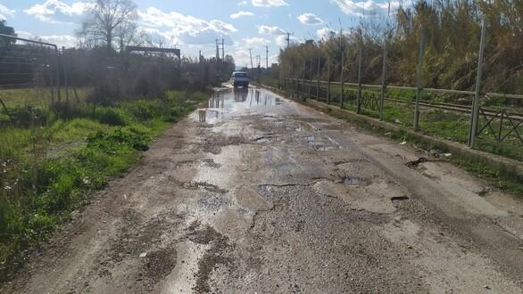 Πάτρα: Εγκαταλειμμένη η οδός Σουνίου στη Λεύκα (pics+video)