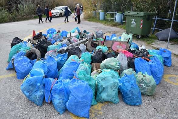 Project Κα.Πα: Μάζεψαν 127 σακούλες και 9.375 λίτρα σκουπίδια από την Πλαζ της Πάτρας (φωτό)
