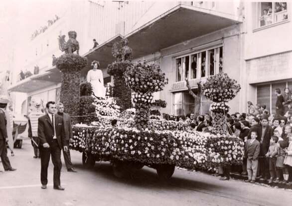 Φωτοαφιέρωμα στα μοναδικά άνθινα άρματα του Πατρινού Καρναβαλιού!
