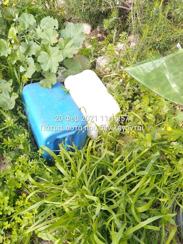 Πάτρα: Το πάρκο του Φάρου έχει μετατραπεί σε έναν... απέραντο σκουπιδότοπο (φωτο)