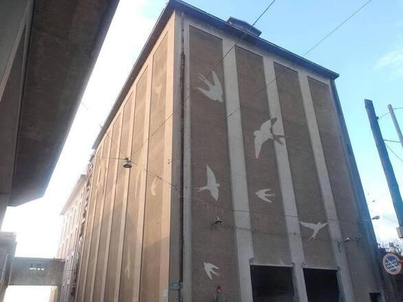 Πάτρα: Η εικαστική πρόταση των κατοίκων για τις χελιδονοφωλιές στο νέο κτίριο του ΚΤΕΛ