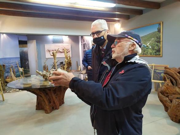 Την Ακράτα επισκέφθηκε ο Φωκίωνας Ζαΐμης - Συνεχίζει τις επαφές με τοπικές επιχειρήσεις
