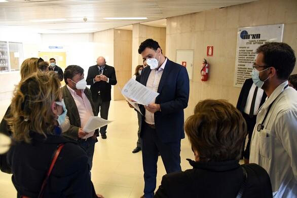 Ο Κώστας Πελετίδης στην κινητοποίηση του Εργατικού Κέντρου Πάτρας, στην πύλη του Πανεπιστημιακού Νοσοκομείου του Ρίου (φωτο)