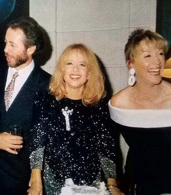 Ο Γρηγόρης Βαλτινός με την Αλίκη Βουγιουκλάκη και τη Ζωή Λάσκαρη, 30 χρόνια πριν