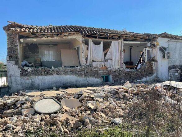 Σεισμός 6 Ρίχτερ στην Ελασσόνα: Ζημιές σε σπίτια και σχολεία - Στους δρόμους οι κάτοικοι υπό τον φόβο μετασεισμών (pics+video)