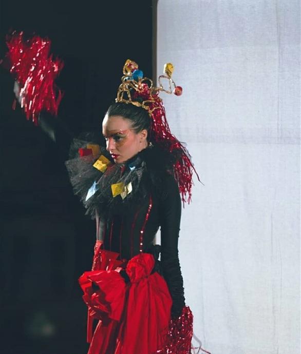 Μαρία Λάτα - Το κορίτσι που «χόρεψε» για να γεννηθούμε ξανά από τις στάχτες μας (pics+video)