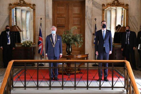 Στον πρίγκιπα Κάρολο το Χρυσό Μετάλλιο Αξίας της Πόλεως των Αθηνών