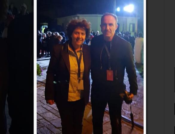Με τον διάσημο παρουσιαστή Νίκο Αλιάγα, η Πατρινή Αθηνά Τραχήλη