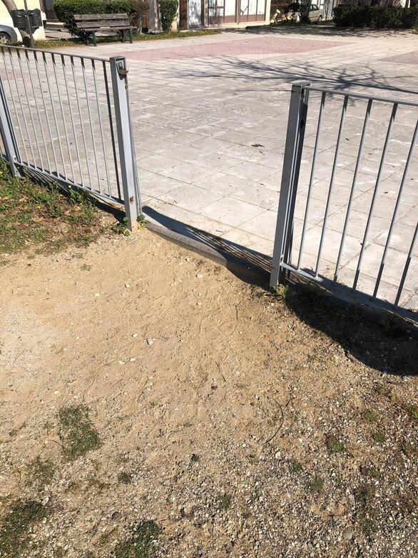 Πάτρα: Σκηνικό εγκατάλειψης στην πλατεία Μακρυγιάννη (φωτο)