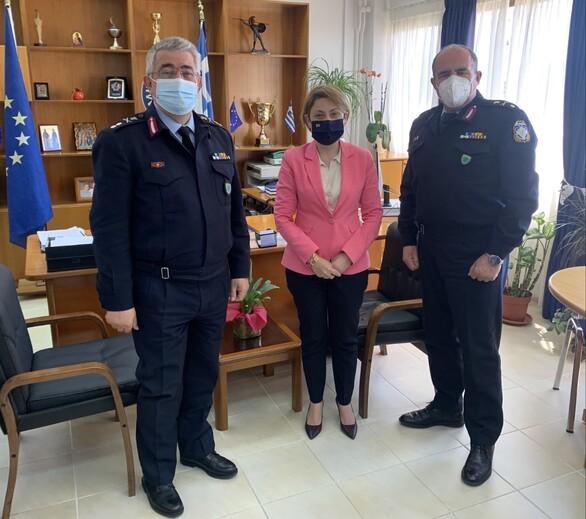 Τιμητική πλακέτα από την Ένωση Αστυνομικών Υπαλλήλων Αχαΐας στην βουλευτή Χριστίνα Αλεξοπούλου