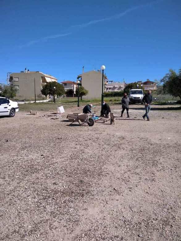 Πάτρα: Εγκατάσταση φωτισμού σε πλατεία στα Δεμένικα (φωτο)