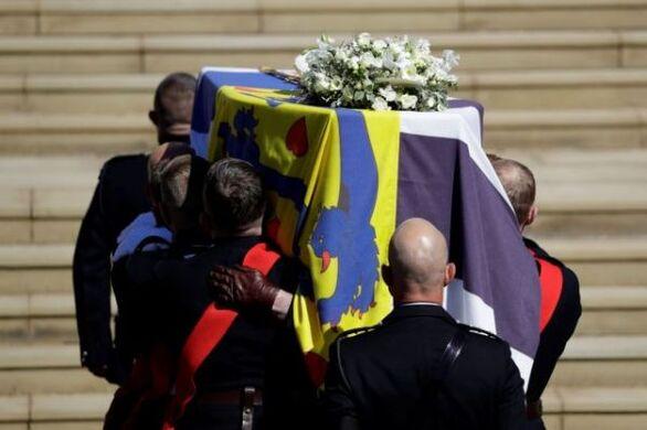 Κηδεία Φιλίππου: Η Βρετανία αποχαιρέτησε τον πρίγκιπα - Τα δάκρυα και η μοναξιά τηςβασίλισσας Ελισάβετ