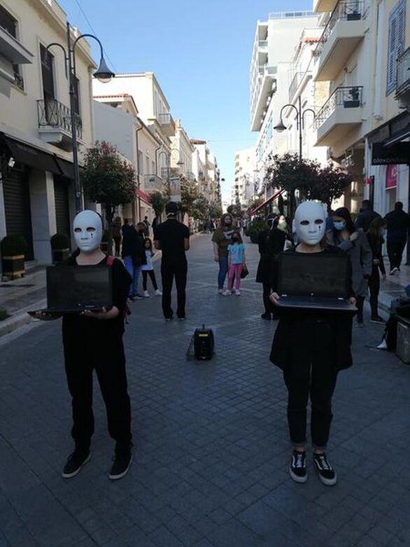 Ακτιβιστές κατέβηκαν στον πεζόδρομο της Ρήγα Φεραίου στην Πάτρα (φωτο)