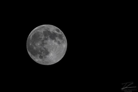 Η σελήνη του Απρίλη δεν… χωρούσε στον ουρανό της Πάτρας!