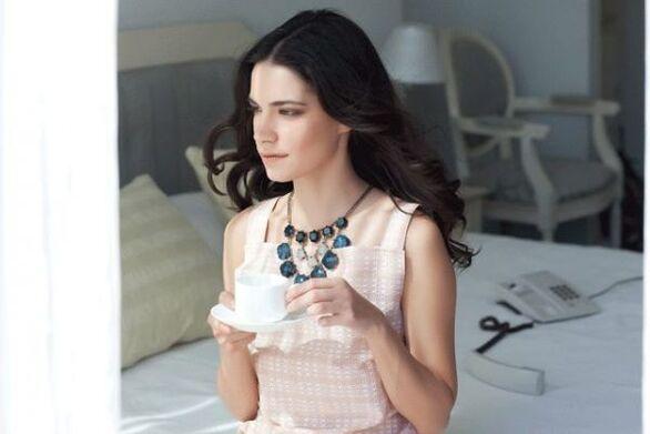 «Σιωπηλός Δρόμος»: Γνωστή ηθοποιός η σύζυγος του «κακού» Νικόλα Παπαγιάννη