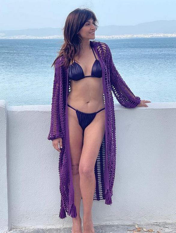 Η Σοφία Παυλίδου με μπικίνι στη θάλασσα εντυπωσιάζει με το καλλίγραμμο σώμα της