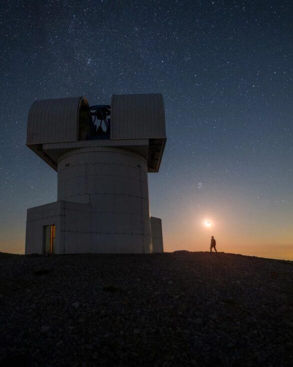 Ο φωτογράφος που έβγαλε τον έναστρο Χελμό και μπήκε στο «Capture the Atlas»