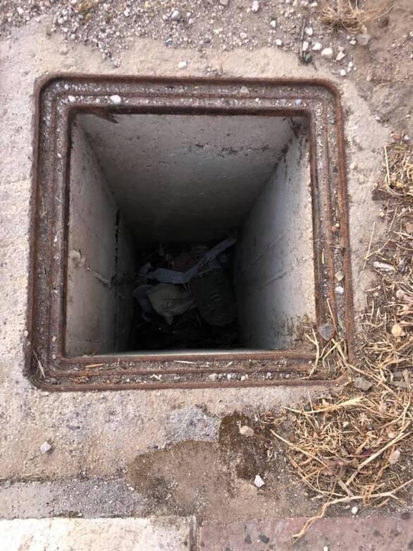 """Πατρών - Κλάους: Το πεζοδρόμιο με τα ανοικτά φρεάτια - """"παγίδες"""" (φωτο)"""