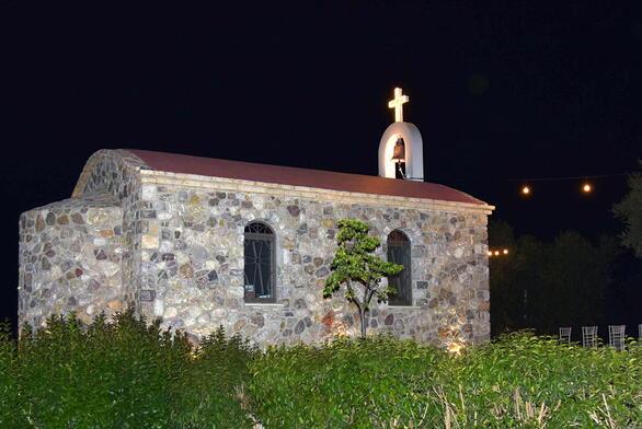 Το «Λιόπετρο» κάνει τη «ζωή» των δεξιώσεων πιο απλή - Η Αγία Λυδία «φώλιασε» στο κτήμα του
