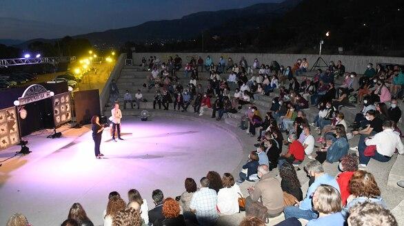 """Δύο βραδιές γεμάτες θέατρο στην Κρήνη - Με επιτυχία η παράσταση """"Η Επιστροφή"""" (φωτο)"""