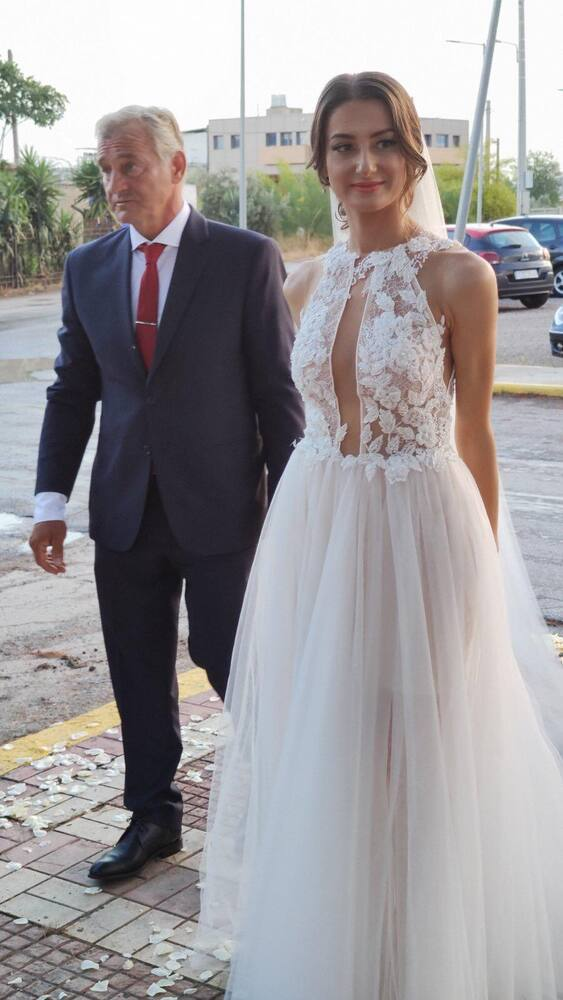 Κώστας Φιλίππου - Μιχαέλλα Χατζηδημητρίου: Ένας γάμος βγαλμένος από τη ζεστασιά των παραμυθιών (pics+vids)