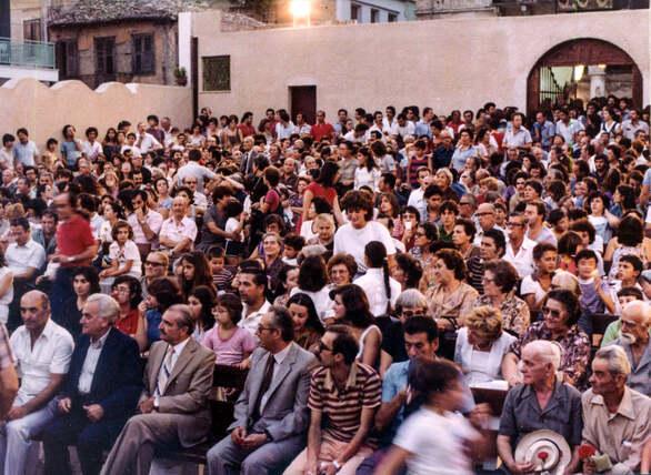 40 χρόνια πριν - Όταν ο λαός της Πάτρας μετέτρεψε έναν σκουπιδότοπο σε θέατρο!