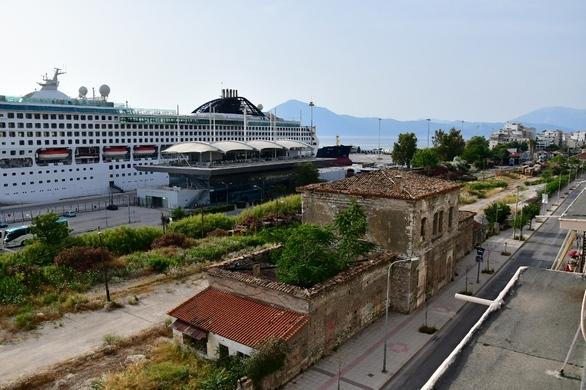 Πάτρα: Κάλεσμα της Δημοτικής Αρχής για άμεση απομάκρυνση του παροπλισμένου κρουαζιερόπλοιου από το λιμάνι